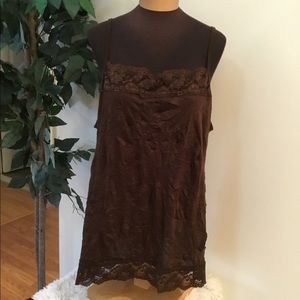 🎈. Maurices size 3 brown crinkle cami with lace